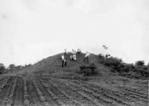 Kolomoki burial mound, Blakely, Georgia, July 1, 1945. Atlanta Journal-Constitution Photographic Archive, Special Collections and Archives, Georgia State University Library.